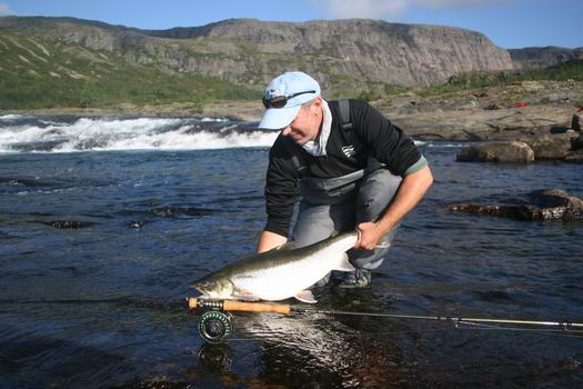Great arctic char fishing trip in arctic quebec rapid lake for Arctic char fish